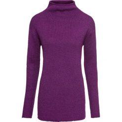 Sweter dzianinowy z lureksową nitką bonprix fiołkowy. Fioletowe swetry damskie bonprix, z dzianiny, ze stójką. Za 99.99 zł.