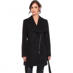 """Płaszcz """"Cindy"""" w kolorze czarnym. Czarne płaszcze damskie Cosy Winter, w paski, z tkaniny. W wyprzedaży za 227.95 zł."""