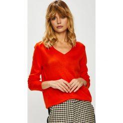 Trendyol - Sweter. Czerwone swetry damskie Trendyol, z dzianiny, z dekoltem woda. Za 59.90 zł.