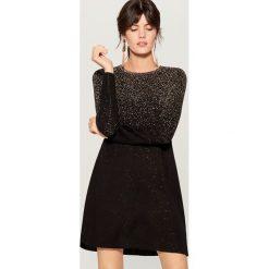 Swetrowa sukienka z metalizowaną nicią - Czarny. Czarne sukienki damskie Mohito. Za 139.99 zł.