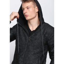 Czarna Bluza Striving. Czarne bluzy męskie Born2be. Za 69.99 zł.