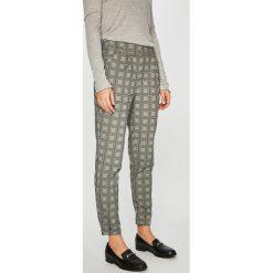 Jacqueline de Yong - Spodnie Delicious. Szare spodnie materiałowe damskie Jacqueline de Yong. W wyprzedaży za 99.90 zł.