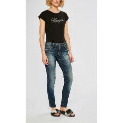 Guess Jeans - Jeansy. Niebieskie jeansy damskie Guess Jeans. W wyprzedaży za 439.90 zł.