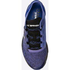 Under Armour - Buty Charged Bandit 2. Szare obuwie sportowe damskie Under Armour, z materiału. W wyprzedaży za 239.90 zł.