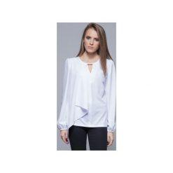 Zwiewna bluzka z asymetrycznym przodem biała  H017. Białe bluzki damskie Harmony, biznesowe, z asymetrycznym kołnierzem, z długim rękawem. Za 134.00 zł.