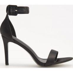 Sandały na obcasie - Czarny. Sandały damskie marki bonprix. W wyprzedaży za 49.99 zł.