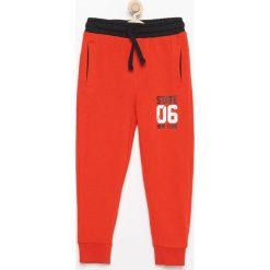 Spodnie dresowe - Czerwony. Spodenki niemowlęce marki 4f. Za 39.99 zł.