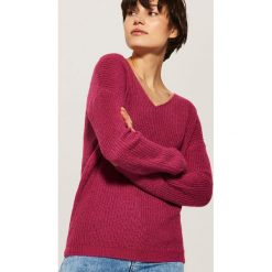 Sweter z dekoltem w serek - Różowy. Czerwone swetry damskie House, z dekoltem w serek. Za 69.99 zł.