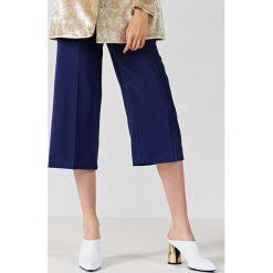 Simple - Spodnie. Szare spodnie materiałowe damskie Simple. W wyprzedaży za 199.90 zł.