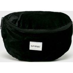 Spiral - Nerka Velvet. Czarne walizki damskie Spiral, w paski, z materiału. W wyprzedaży za 99.90 zł.