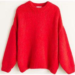 Mango - Sweter Darya. Czerwone swetry damskie Mango, z dzianiny, z okrągłym kołnierzem. Za 159.90 zł.
