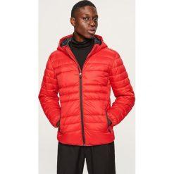Pikowana kurtka z kapturem - Czerwony. Czerwone kurtki męskie Reserved. Za 169.99 zł.