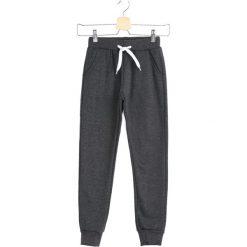 Ciemnoszare Spodnie Dresowe In a Whisper. Szare spodnie sportowe dla chłopców Born2be, z dresówki. Za 39.99 zł.