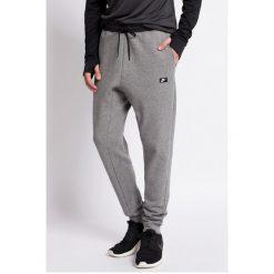 Nike Sportswear - Spodnie. Spodnie sportowe męskie marki bonprix. W wyprzedaży za 169.90 zł.