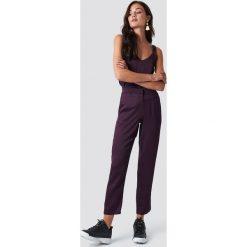 Rut&Circle Spodnie Maci - Purple. Fioletowe spodnie materiałowe damskie Rut&Circle, z materiału. Za 202.95 zł.