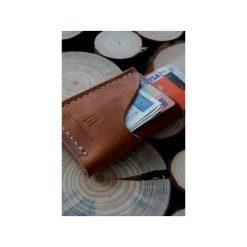 Old Friend Wallet – minimalistyczny portfel skórzany, ręcznie szyty. Brązowe portfele męskie Woodsman craft, ze skóry. Za 149.00 zł.