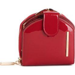 Mały Portfel Damski MONNARI - PUR0751-005 Red Lacquer. Czerwone portfele damskie Monnari, z lakierowanej skóry. W wyprzedaży za 139.00 zł.