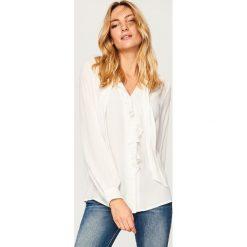 Koszula z wiązaniem przy szyi - Biały. Białe koszule damskie Reserved. Za 119.99 zł.